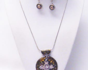 Round Yellow Gold Accent w/Flower Design Pendant Necklace/Earrings Set