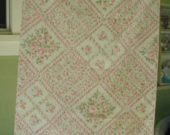 Single Pillowslip, Lattice Design with Pink Roses and Green Leaves, Cottage Chic, Shabby Cottage