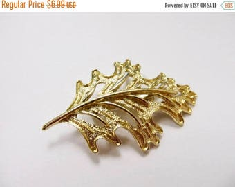 ON SALE Vintage Large Gold Tone Leaf Pin Item K # 1966