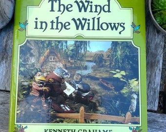 Wind in the Willows by Kenneth Grahame Vintage children's hardcover book, fully illustrated by Cosgrove Hall prod. Thames Methuen 1983