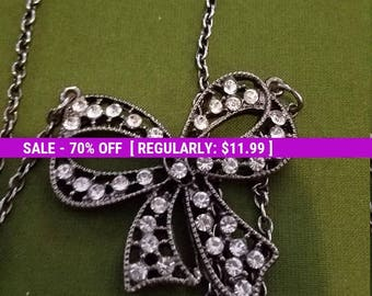 Pretty rhinestone bow tie necklace vintage jewelry, estate jewelry