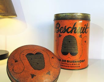 Old Tin Box Dutch Bees and beehive Decorative Box With Lid Old Metal Box Round Biscuit Rusk Beschuit Honey Bee beehive Country Decor 40s