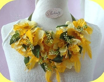 bib necklace country rug with daffodils
