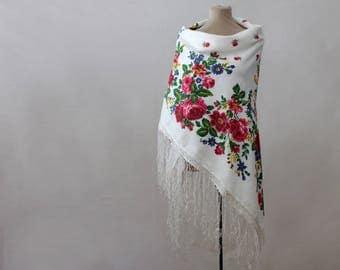 white Russian shawl, silk shawl, tasseled shawl, silk blend floral shawl, white and pink, field flowers, rustic shawl, piano shawl USSR made