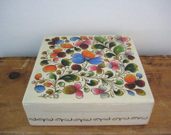vintage hand painted Mexican folk art box - decorative box - jewelry box - lacquered box - treasure box - trinket box - wood box - box