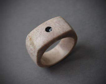 Antler ring, Size 9,5 US, Antler rings, Antler jewelry, Deer antler, Signet ring, Men ring, Antler men ring, Antler band ring, Black stone