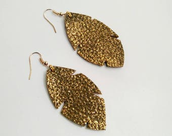 Earrings in leather taupe and gold glitter