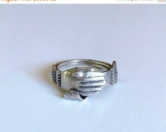 BDAY BONANZA SALE Vintage Art Deco Fede Gimmel clasped hands ring articulated joint sterling silver size 5.75