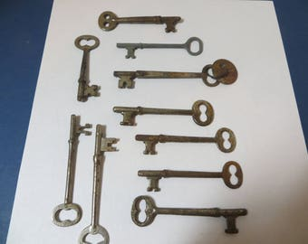 10 Vintage Skeleton Keys