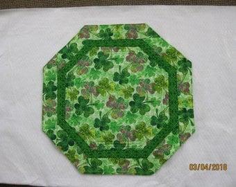 Quilted Octagon - St. Patricks Day - Shamrocks - 18 inch diameter