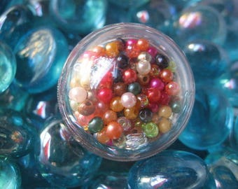 Ring large dome with movable multicolored beads