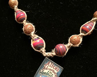Alice's Adventures in Wonderland hemp nevklace with colorful beads