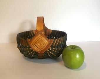 Small Beautifully made Buttocks Basket