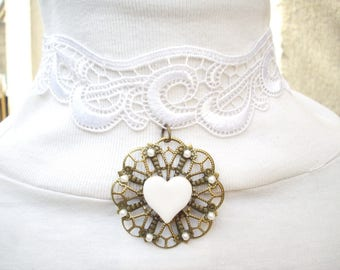 Necklace in white lace, ceramic heart and glass beads