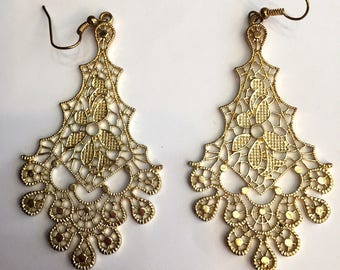 Romantic long earrings lace metal - gold plated