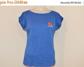 XMAS in JULY SALE 80s Poly Tees Hawaii Embroidered Hibiscus Cut Out Sleeves Blue Vintage t-shirt Women's Small