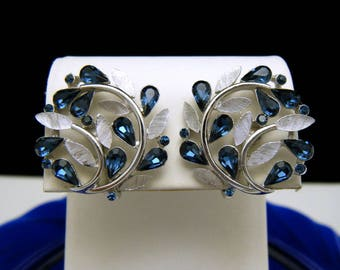 Gorgeous VTG Crown Trifari Blue Tear Rhinestone Earrings Silver Tone Foliate