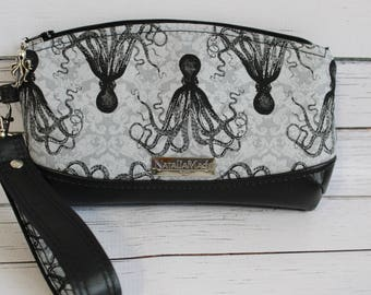 Octopu Zippered Wristlet