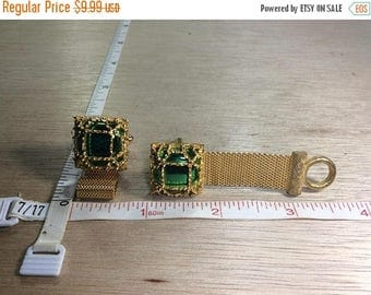 10% OFF 3 day sale Vintage Gold Toned Metallic Green Stone Cuff Links Used
