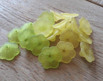 Approximately 20 frosted plastic, green and yellow flowers * clearance *.