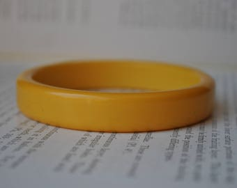 Vintage Yellow Bakelite Bangle - 1940s Bright Yellow Bracelet