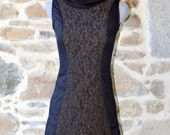 Black tunic dress lace collar Brown ball, customizable.