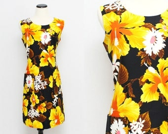Hawaiian Print Shift Dress - Size Large Vintage 1960s Hibiscus Floral Print Yellow and Black Dress