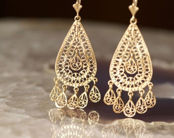 Vintage 14k Gold Filigree Chandelier Teardrop Dangle Drop Lever back Earrings
