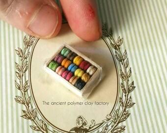 Miniature macarons