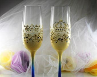 Crowns Wedding champagne Glasses-Hand painted Wedding toasting flutes-Royal blue&Gold Wedding favor-Rhinestones King and Queen Flutes