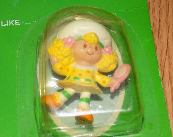Strawberry Shortcake Mini Strawberryland Miniatures Lemon Meringue looking in the Mirror Sealed Vintage Kenner PVC