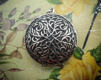 Vintage Photo Locket, Silver Tone