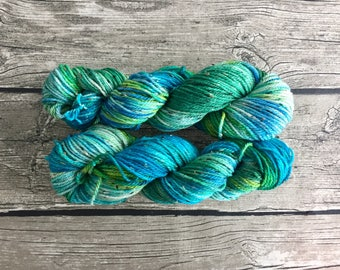 Es-Ca-Pe - Hand Dyed Superwash Merino Tweed Yarn - Worsted / Aran Weight Yarn - Hand Dyed Yarn