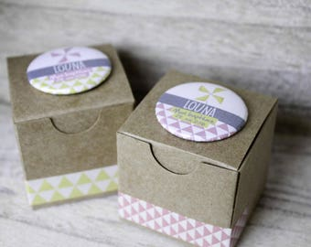 2 boxes coordinate with custom badges kraft favors