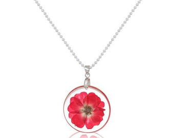 Round resin pendant necklace and its dusty dried flower