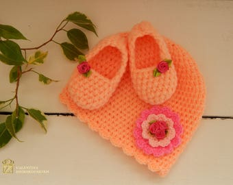 Crochet slippers and beanie. Set. Gift for your little baby.