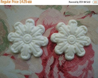 Sale 10% Rosette Medallion Applique 2 pc. Furniture Decor Shabby Cottage Chic Vintage