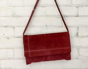 1980s burgundy suede clutch / 80s red suede purse / 1980s burgundy handbag / red suede pocketbook / envelope clutch