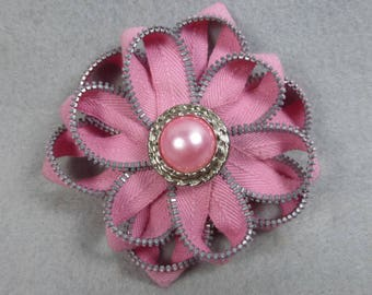 Pink Flower Brooch, Zipper Brooch, Pink Brooch, Pink Pin, Zipper Pin, Zipper Art, , Flower Pin, Upcycled, Recycled, Repurposed