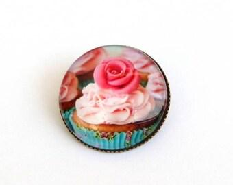 Gourmet cupcake brooch