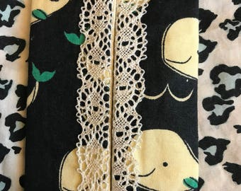 While and lace pocket travel tissue cover