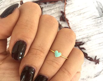 Brass ring with mini green heart mint