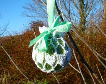 Retro Crochet irish lace bauble - Glitter Green
