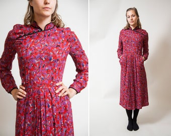30% OFF Red Novelty print 70s 80s Dress/ Long sleeve dress / Secretary Housewife Dress / • Size Small to Medium