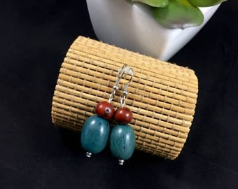 Ethnic earrings made with exotic seeds (pona, acai)