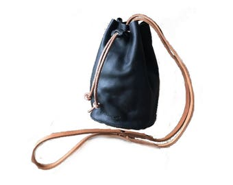 BUCKET BAG Onyx Black • Leather Crossbody Bag