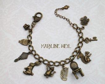 "charm bracelet bronze ""Alice in Wonderland country"""