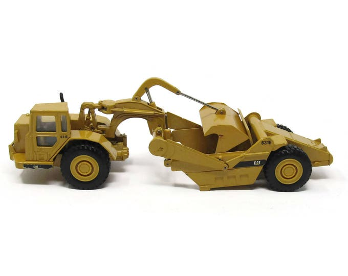 Caterpillar, Caterpillar 631E Wheel Tractor Scraper Replica, Caterpillar 631E 1:50 Replica, ERTL CAT 631E Wheel Tractor Scraper Replica