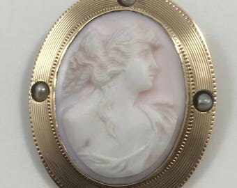 Beautiful Antique Angel Skin Coral Cameo Pendant Brooch 10K Gold Frame with Pearls