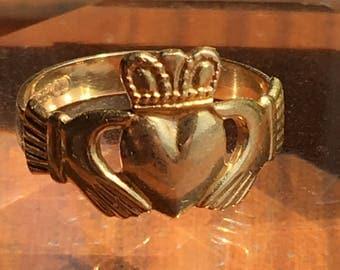 Vintage 18K Gold Irish love-loyalty-courage ring